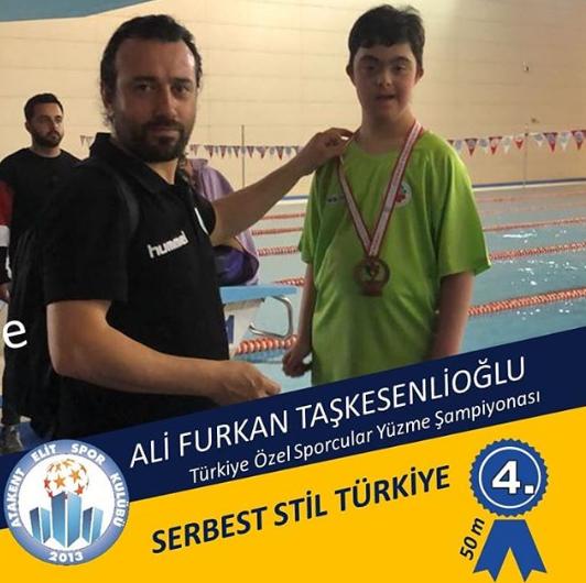 Türkiye Özel Öğrenciler Yüzme Şampiyonası Serbest Stil 4.Olan ALİ FURKAN TAŞKESENLİOĞLU VE Antrenörümüz BORA UÇAR tebrik Ederiz.